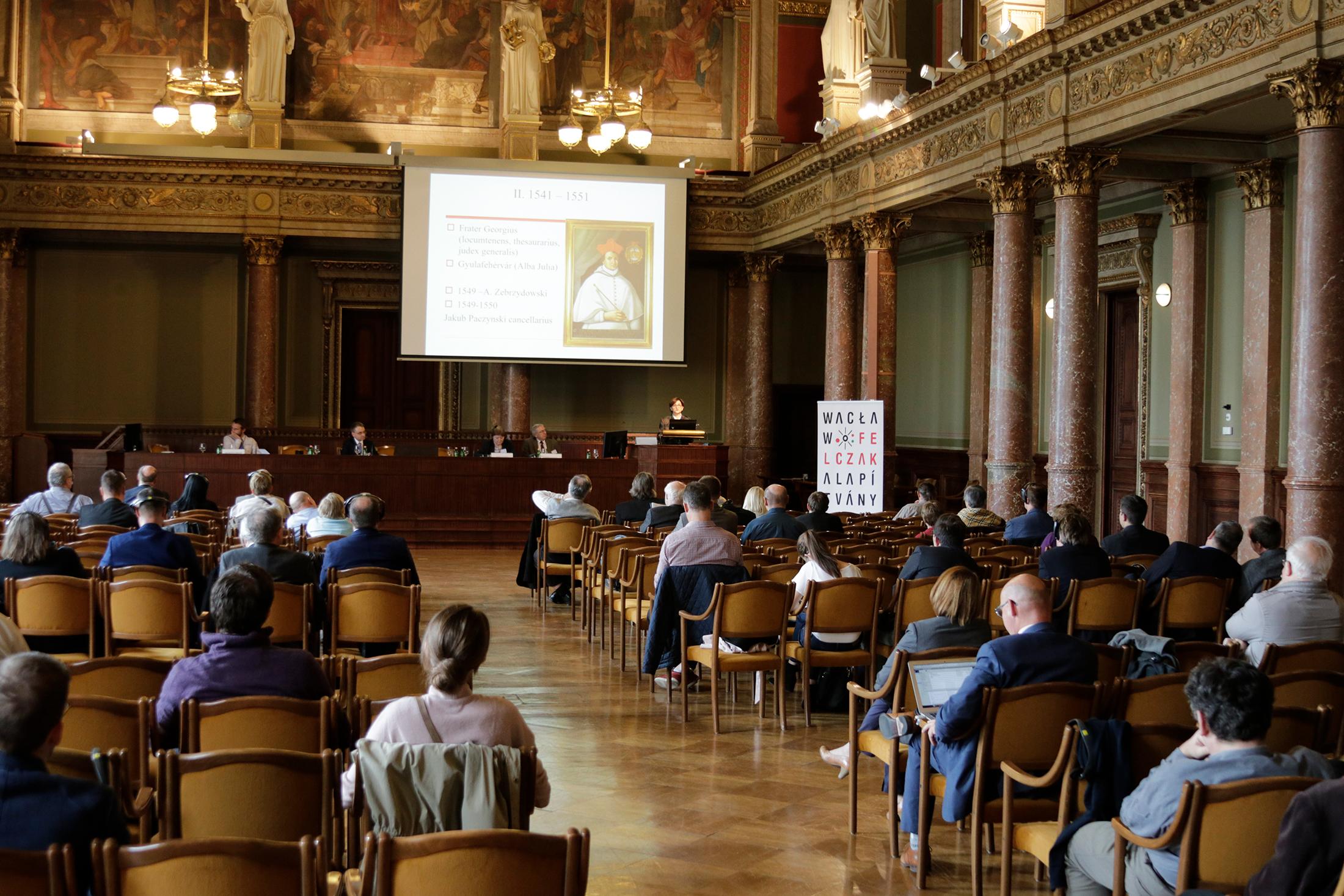 Na Maďarské akademii věd se konala rozsáhlá konference maďarsko-polských historiků, které se zúčastnilo téměř půl stovky badatelů z Maďarska a Polska.